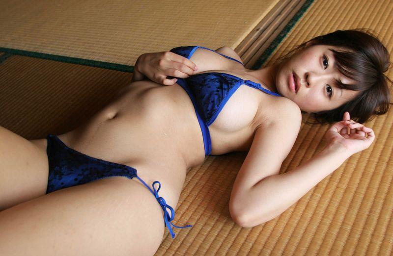 Hitomi Kitamura in lingerie