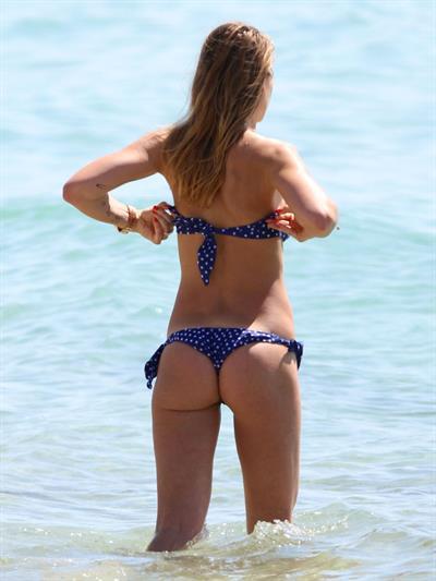 Ilary Blasi in a bikini - ass