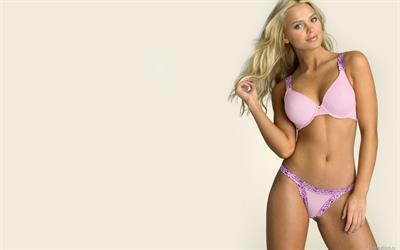 Elisandra Tomacheski in a bikini