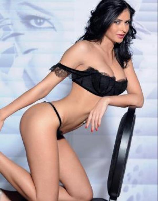 Raluca Dumitru in lingerie