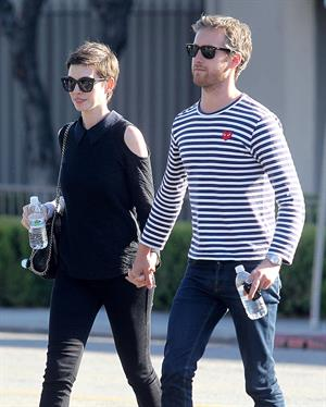 Anne Hathaway shopping in Los Angeles on June 22, 2012