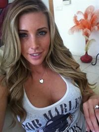 Samantha Saint taking a selfie