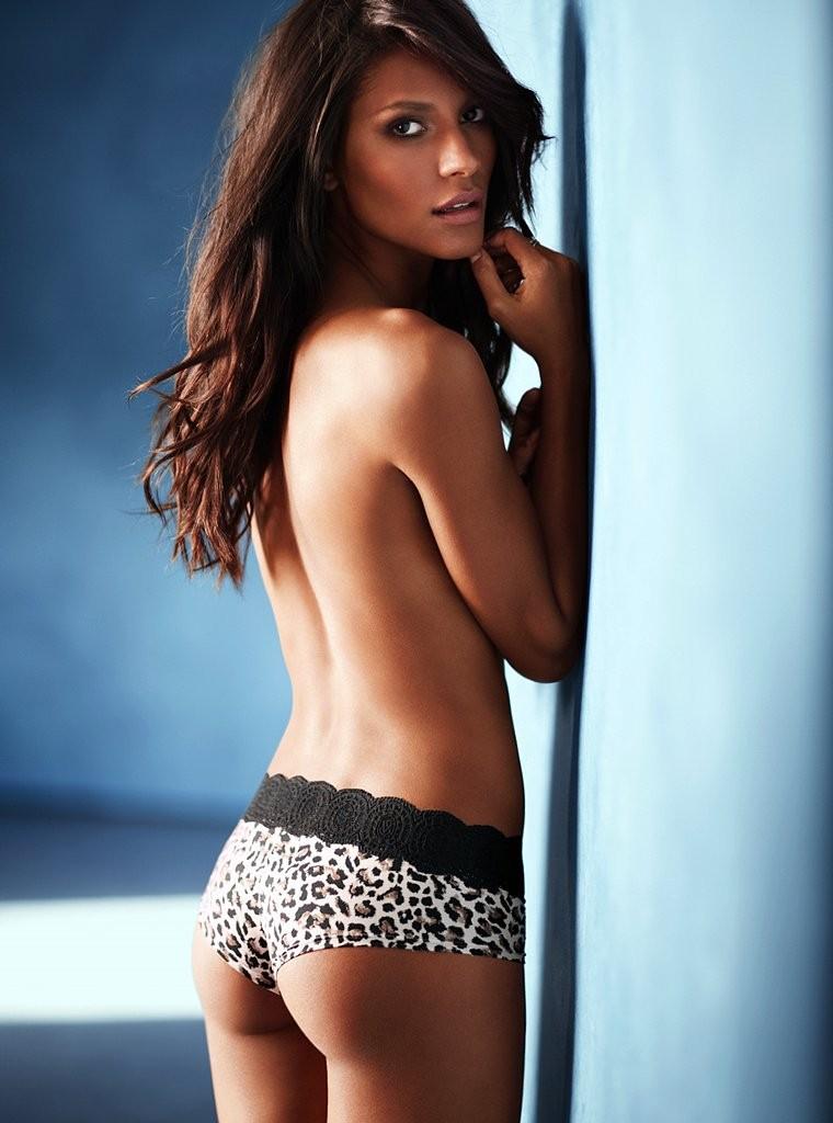 Emanuela de Paula in lingerie - ass