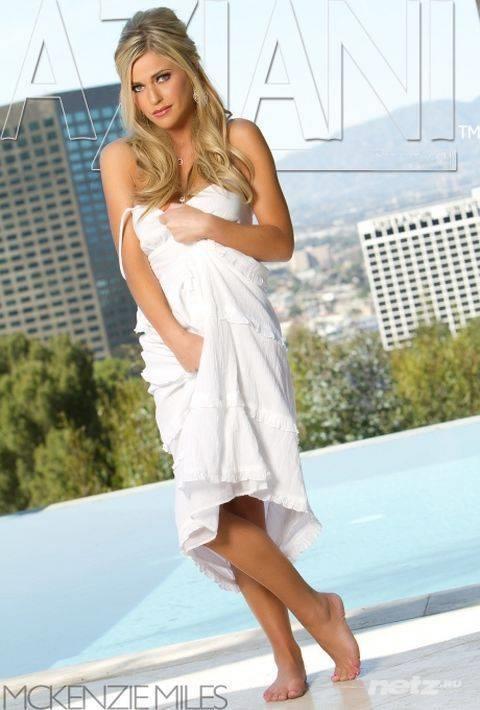 Amateur girlfriend McKenzee Miles slowly strips all her clothes № 718422  скачать