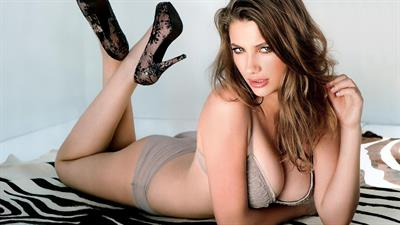 Miriam Giovanelli in lingerie