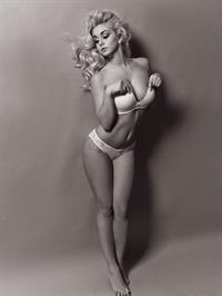 Katarina Pudar in lingerie