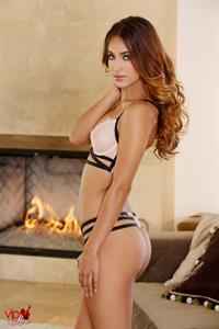 Uma Jolie in lingerie