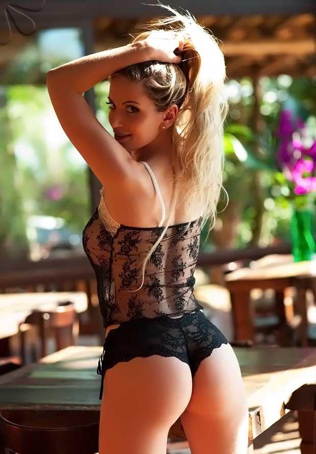 Franciele Perão in lingerie - ass