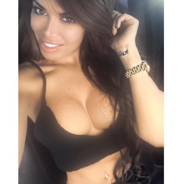 Italia Kash taking a selfie