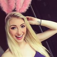 Anna Faith taking a selfie