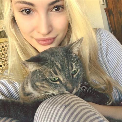 Anna Faith taking a selfie