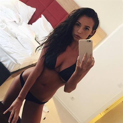 Lauren Loretta in a bikini taking a selfie