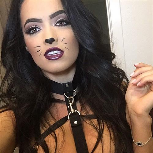 Franciele Medeiros taking a selfie