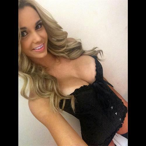 Caitlin Arnett in lingerie taking a selfie