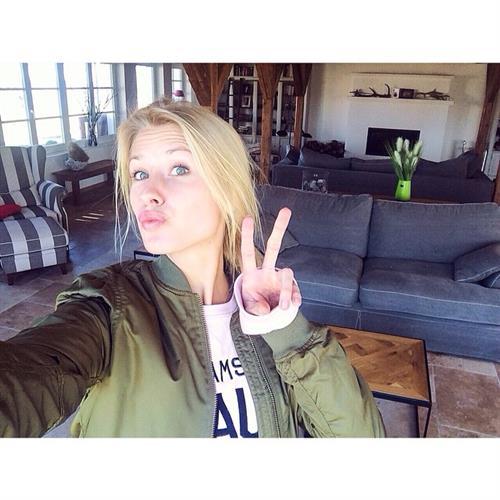 Kimberley Mens taking a selfie
