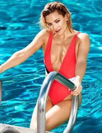 Kate Hudson in a bikini