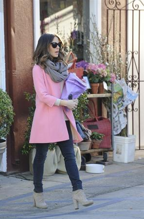 Kate Beckinsale shopping in the Brentwood Country Mart February 9-2013