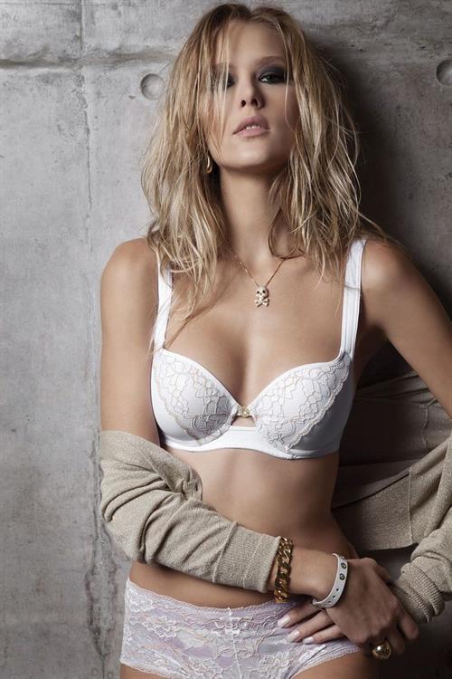 Gianne Albertoni in lingerie