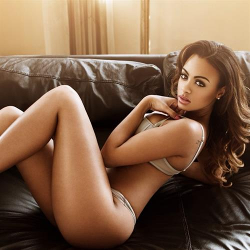 Analicia Chaves in lingerie