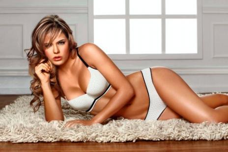Vaneza Pelaez in lingerie