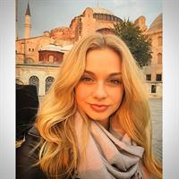 Katarina Pudar taking a selfie