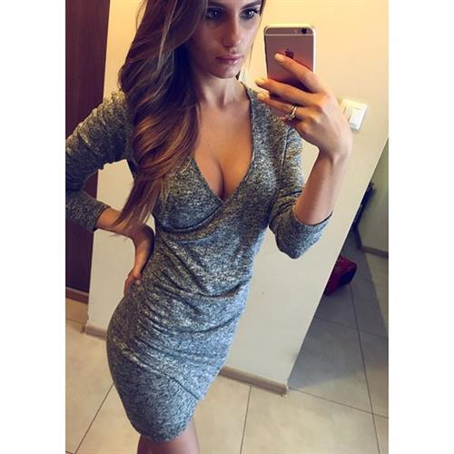 Paulina Mikolajczak taking a selfie