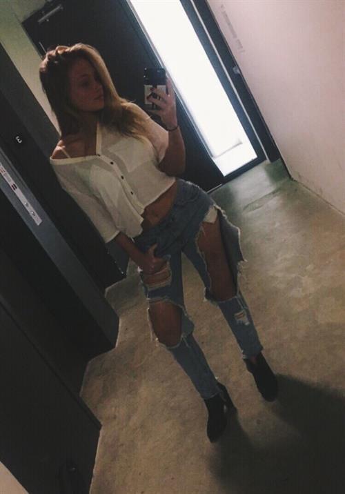 Natalie Alyn Lind taking a selfie