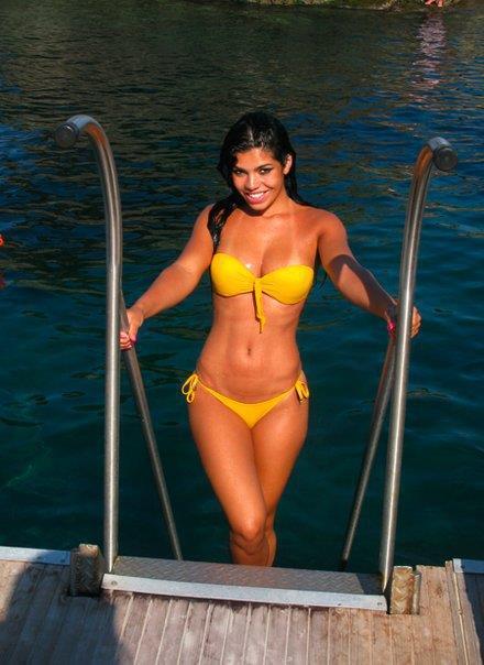 Suelyn Medeiros in a bikini