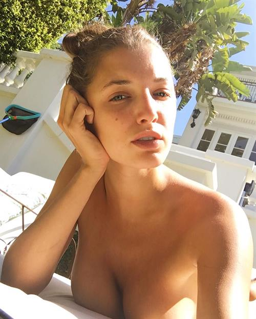 Alyssa Arce taking a selfie