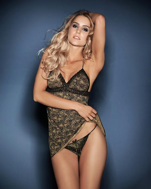 Camila Giovagnoli in lingerie