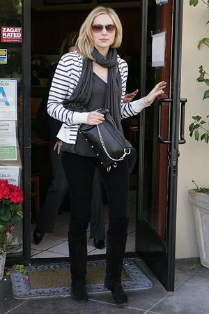 Laura Prepon out for lunch in Beverly Hills December 18, 2009