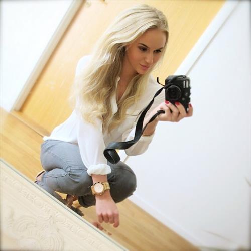 Anna Nyström taking a selfie