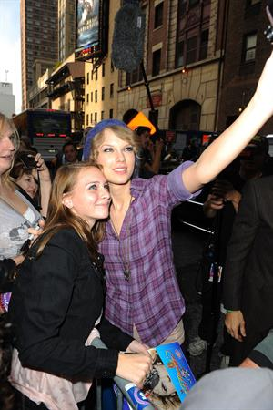 Taylor Swift arriving David Letterman Show October 26, 2010