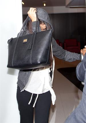 Selena Gomez departing out of LA, hiding her face