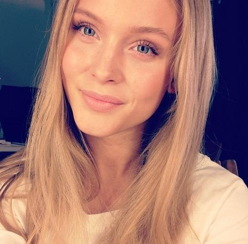 Zara Larsson taking a selfie