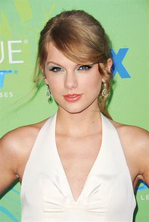 Taylor Swift at the 2011 Teen Choice Awards August 07, 2011