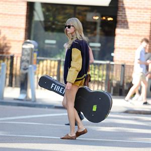 Taylor Swift walking in New York City Aug 31 2012