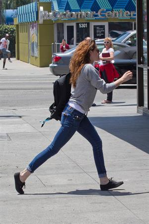 Kristen Stewart walking in Los Angeles - June 13, 2013