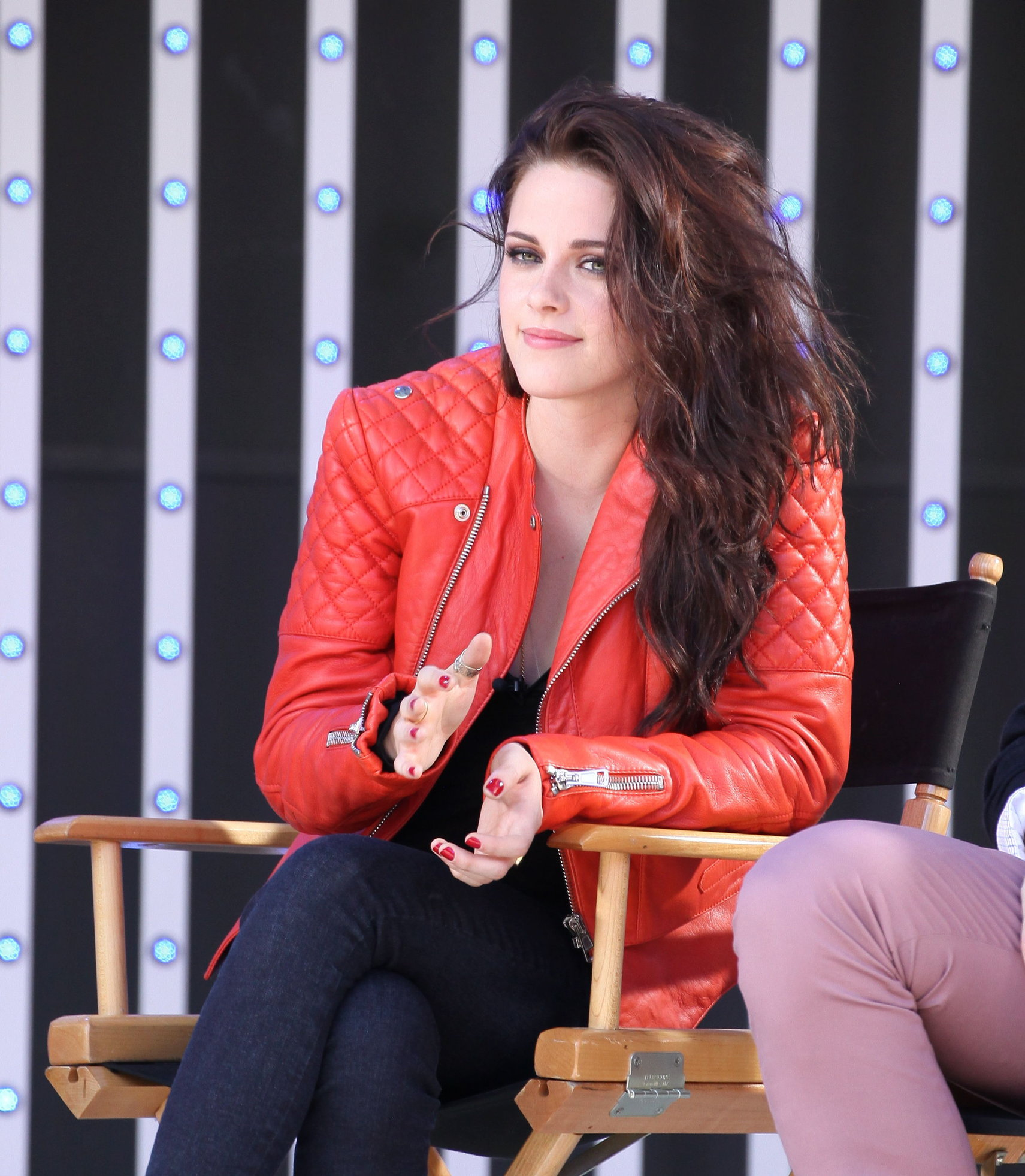 Kristen Stewart - MTV's  Snow White & the Huntsman  Sneak Peek at Universal Citywalk (May 29, 2012)