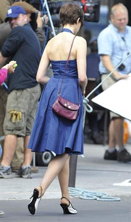 Anne Hathaway set of One Day in Paris August 31, 2013