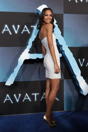 Zoe Saldana ''Avatar'' Premiere in Los Angeles December 16, 2009