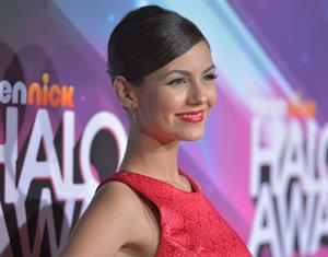 Victoria Justice video TeenNick HALO awards in Hollywood 11/17/12