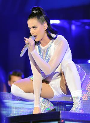 Katy Perry – We Can Survive Benefit Concert 10/23/13