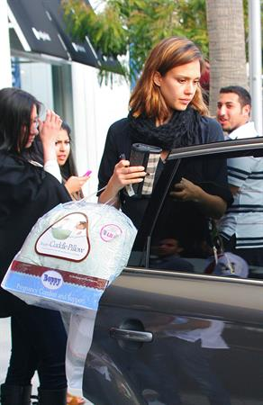 Jessica Alba shopping in Beverly Hills California on March 25, 2011