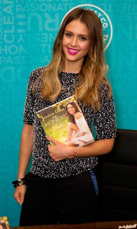 Jessica Alba - Signs copies of her book The Honest Life at Book People in Austin (09.05.2013)