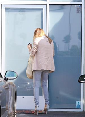 Jessica Alba  At her office in Santa Monica - September 26,2012