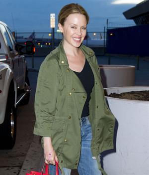 Kylie Minogue - John F. Kennedy International Airport in New York (08.05.2013)