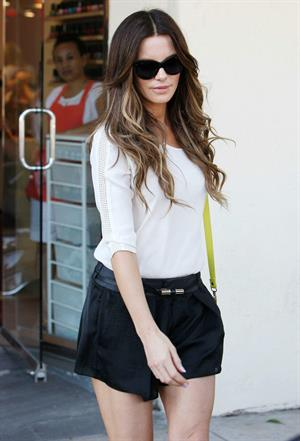 Kate Beckinsale Gets Her Nails Done in Brentwood - September 6, 2013