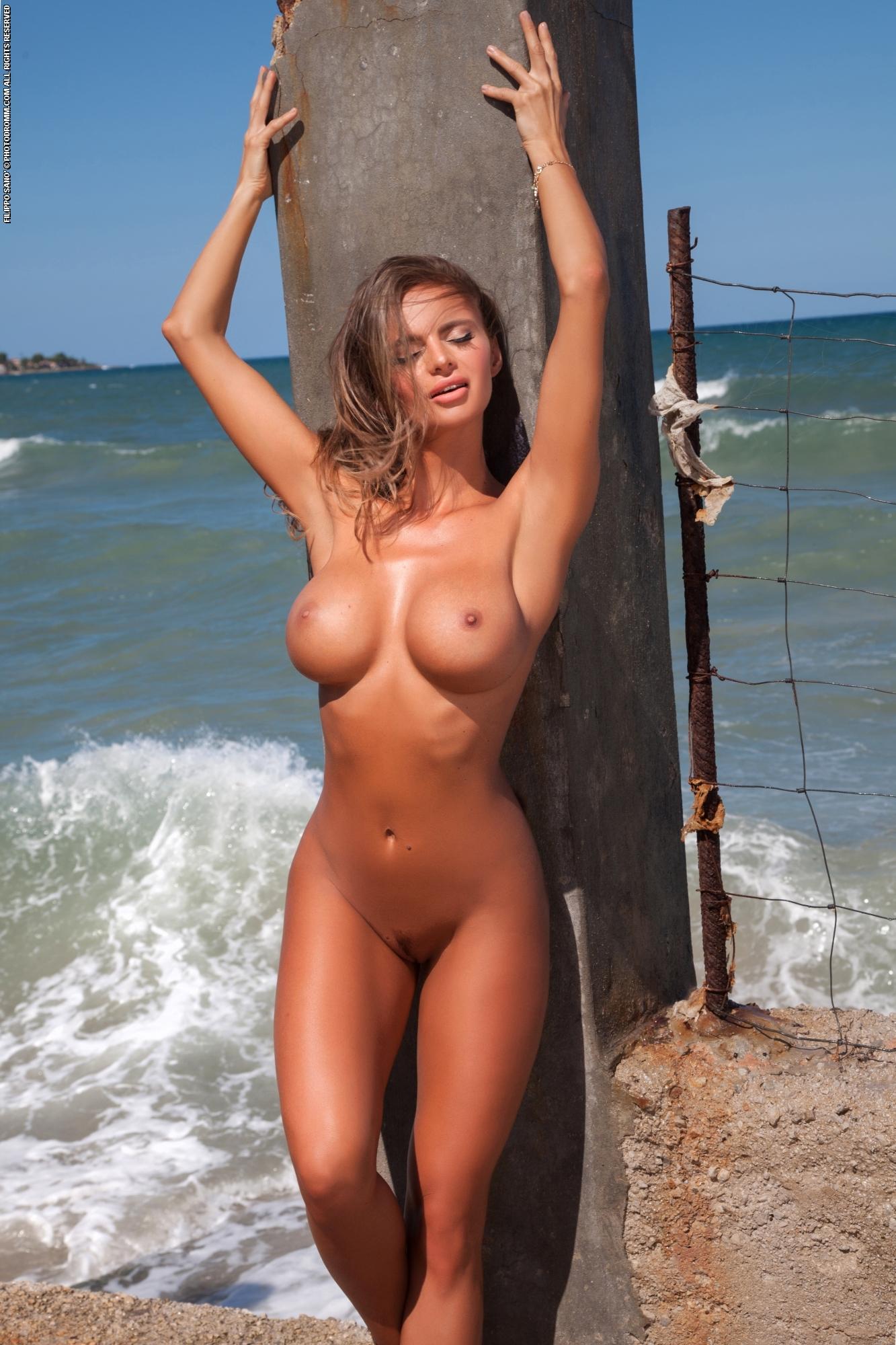Teen dayna naked, coke commercial nipples girl