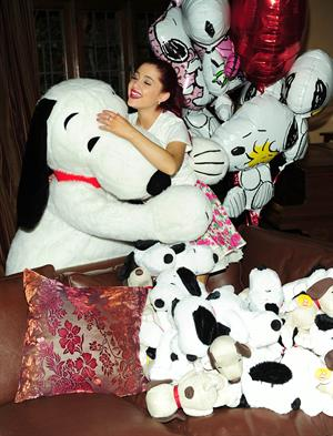 Ariana Grande Valentine Twitter party in Los Angeles 08-02-2012